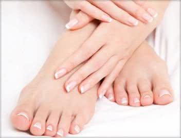 Quanto ganha uma manicure e pedicure?