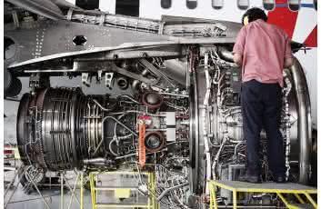 quanto ganha um mecânico de aviões